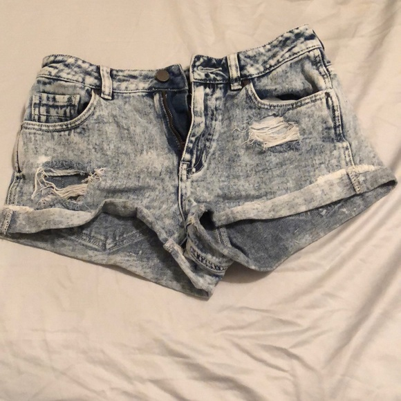 Kendall & Kylie Pants - Acid wash ripped jean shorts